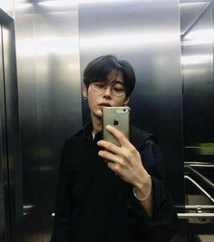 Korean Ulzzang Boys - Models male Style/Trends/Look Hair cut and Korean Boys Hot, Korean Boys Ulzzang, Korean Men, Ulzzang Girl, Cute Asian Guys, Asian Boys, Asian Men, Beautiful Boys, Pretty Boys