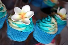 Blue tropical cupcakes