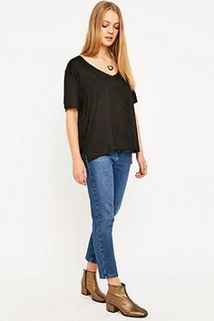 Silence + Noise Loose Fit V-Neck T-shirt - Urban Outfitters