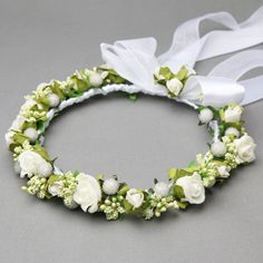 The Most Fashionable Communion Garlands For Girls 2017 - Communion Decorations White Flower Crown, Flower Crown Wedding, Floral Crown, Wedding Flowers, Communion Decorations, Hair Decorations, Flower Hair Pieces, Flowers In Hair, Communion Hairstyles