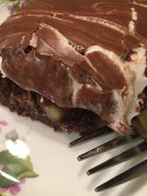 This Mississippi Mud Cake recipe is a Southern classic. With Marshmallow Creme and chocolate frosting slathered on top of a chocolate sheet cake, you'll wonder what took you so long to give this old-fashioned recipe a try. Easy Cake Recipes, Sweet Recipes, Yummy Recipes, Mississippi Mud Cake, Delicious Desserts, Yummy Food, Chocolate Cake Recipe Easy, Food Themes, Food Ideas