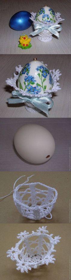 Пасхальное яйцо на вязаной подставке