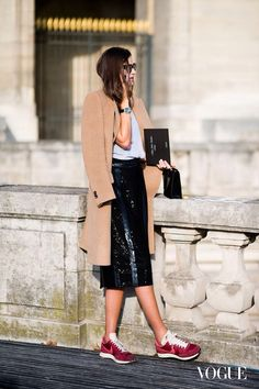 Street Style: Camel Coat, Sequin Skirt + Nike Sneakers in Paris (Le Fashion) Street Style Outfits, Sneakers Street Style, Looks Street Style, Looks Style, Sneakers Fashion, Work Outfits, Pretty Outfits, Fashion Week Paris, Winter Fashion