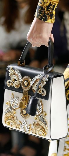Regilla ⚜ Versace RTW Spring 2018 - Clutches and Evening Bags embroidery sweets embroidery inspiration embroidery beautiful Luxury Handbags, Fashion Handbags, Purses And Handbags, Fashion Bags, Fashion Accessories, Couture Handbags, Versace Bag, Versace Fashion, Mode Glamour