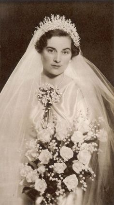 The beautiful wedding gown worn by Lady Alice Montagu-Douglas-Scott. Princess Alice, Duchess of Gloucester shown in her wedding dress worn for her marriage to Prince Henry, Duke of Gloucester in November Royal Wedding Gowns, Beautiful Wedding Gowns, Royal Weddings, Beautiful Bride, Wedding Bride, Wedding Day, Wedding Dresses, Royal Crowns, Royal Tiaras
