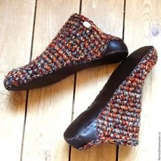 crochet slippers patterns Are you experiencing any concept of what house slip… Crochet Sandals, Knitted Slippers, Crochet Slippers, Crochet Slipper Pattern, Crochet Patterns, Crochet Woman, Knit Crochet, Knit Shoes, Shoe Pattern