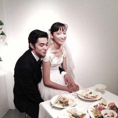 Masahiro Higashide and Anne held their wedding. Wedding Corset, Wedding Dresses, Couple Outfits, Celebs, Celebrities, Couple Photography, Cute Couples, Wedding Photos, Wedding Couples