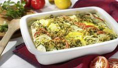 Gemüsegratin mit Parmesan-Kräuterkruste – Tomaten, Zucchini und Parmesan geben diesem Gericht eine mediterrane Note