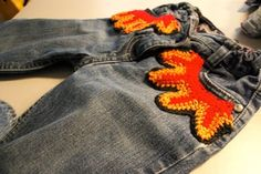 Flammenflicken aus Wollresten / Flame patches crocheted with scraps of yarn / Upcycling