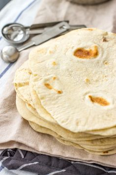 These easy homemade flour tortillas will take tacos, enchiladas, burritos, and more to the next level with simple ingredients. Use your hands or an electric mixer to make them from scratch with just 5 simple ingredients. Recipes With Flour Tortillas, Homemade Flour Tortillas, Mexican Cooking, Mexican Food Recipes, Dinner Recipes, Mexican Snacks, Mexican Desserts, Brunch Recipes, Drink Recipes