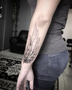 "O estilo ""Blackwork"" na tatuagem brasileira - Wing Tattoo Arm, Girl Arm Tattoos, Time Tattoos, Feather Tattoos, Couple Tattoos, Forearm Tattoos, New Tattoos, Tattoos For Women, Sleeve Tattoos"