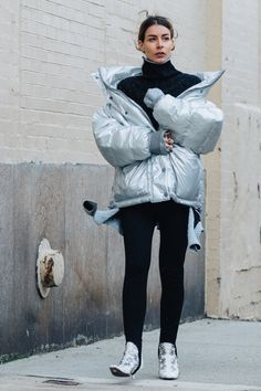 Street style à la Fashion Week automne-hiver 2017-2018 de New York doudoune silver