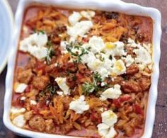 Griechischer Hack-Nudel-Auflauf mit Feta (greek hamburger pasta bake with feta cheese) Lecker, schnell, empfehlentswert. Healthy Eating Tips, Healthy Recipes, Healthy Nutrition, Musaka, Greek Recipes, Main Meals, I Love Food, Soul Food, Food Inspiration