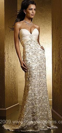 Long lace evening dress with sweetheart neckline #gown #sweetheart #lace