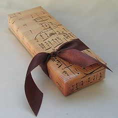 musical wrapping ~ I would love to get a gift like this.