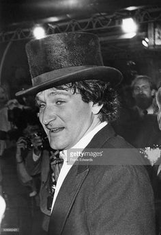 American actor and comedian Robin Williams (1951 - 2014) at the premiere of 'Popeye', directed by Robert Altman and starring Williams in the title role, Los Angeles, California, 6th December 1980.
