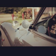 What can you see with the sideview mirror of the @Fiat8V? Heritage, elegance and sporty manners