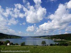 Lac de Saint-Point, lago en las montañas del Jura, en el este de Francia