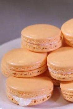 Mimosa Macarons with Champagne Butter Cream recipe Macaron Cookies, Macaron Recipe, Sweet Desserts, Sweet Recipes, Easter Desserts, Macaroons Flavors, Yummy Treats, Sweet Treats, Baking Recipes