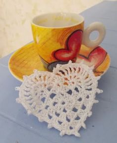 Grandma's Piastrellina heart shaped - This heart pattern is in Italian. Alot is missing in the translation. I hope I can find directions in English somewhere on-line. Diy Crochet And Knitting, Crochet Home, Love Crochet, Crochet Gifts, Crochet Motif, Crochet Doilies, Crochet Flowers, Crochet Hearts, Bandeau Crochet