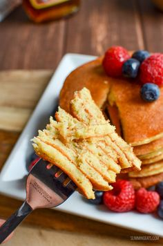 most delicious, Fluffy Syn Free American Style Pancakes that you will ever make. A perfect breakfast or dessert. Gluten Free, Vegetarian, Slimming World and Weight Watchers friendly Slimming World Pancakes, Slimming World Sweets, Slimming World Breakfast, Slimming World Recipes Syn Free, Healthy Eating Recipes, Healthy Treats, Cooking Recipes, Cooking Ideas, Vegetarian Recipes
