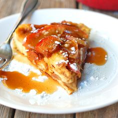 This light baked apple pancake is baked in a cast iron skillet and topped with a homemade apple cider syrup. 150 calories per slice. Brunch Recipes, Breakfast Recipes, Brunch Ideas, Yummy Recipes, Baked Apple Pancake, Homemade Apple Cider, Homemade Syrup, What's For Breakfast, Baked Apples