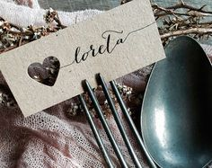 Wedding place cards/name tags von LaPommeEtLaPipe auf Etsy