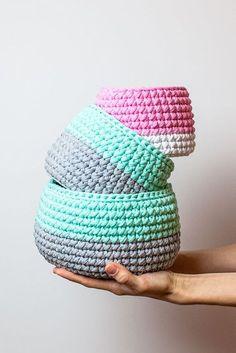 Eco Friendly Crochet Storage Basket - T-shirt yarn - trapillo - Interior Basket - Nursery Decor - Mint - Grey - Modern Toys - Home Organizer Crochet T Shirts, Crochet Yarn, Crochet Stitches, Crochet Patterns, Diy Crochet Projects, Crochet Home Decor, Yarn Projects, Crochet Storage, Modern Crochet