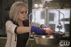 """iZombie -- """"Pilot"""" -- Image Number: ZMB101D_0033 -- Pictured: Rose McIver as Olivia """"Liv"""" Moore -- Photo: Cate Cameron/The CW -- © 2014 The CW Network, LLC. All rights reserved.pn"""