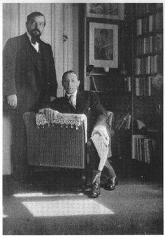 Debussy e Stravinsky.  Foto retirada por Eric Satie... Perceba que a disposição dos dois foi bem pensada...