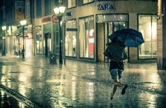 Street Photography of Rainy Nights – Fubiz Media