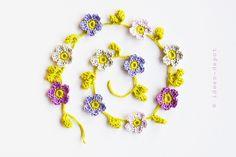 Häkelapplikationen - Gehäkelte BlumenGehäkelte Girlande mit Blumen - ein Designerstück von ideen-depot bei DaWanda