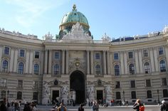 This photo shows the front of the Hofburg palace of Vienna.
