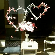 Corazón de ramas con mariposas para el día de la madre.  #corazon #blanco #amor #mariposa