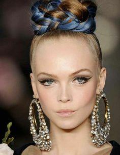 Blue-tinged braid + cat-eye makeup