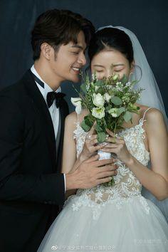 Pre Wedding Poses, Pre Wedding Photoshoot, Wedding Couples, Korean Wedding Photography, Wedding Couple Poses Photography, Wedding Prep, Wedding Events, My Perfect Wedding, Dream Wedding