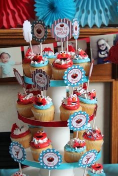 Cupcakes at an Elmo Party #elmo #party