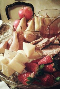 Surprising combinations for an amazing taste. We share it for desert Camembert Cheese, Deserts, Dairy, Amazing, Vintage, Food, Essen, Postres, Meals