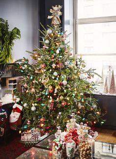 Real Christmas Tree, New York Christmas, Merry Christmas To You, Christmas Tree Themes, Christmas Mood, Holiday Tree, Retro Christmas, Christmas Traditions, Rustic Christmas