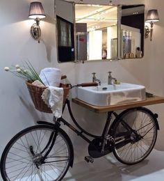 Веоосипед в интерьере Pour un style traditionnel mais original, récupérer votre vieux vélo et faites en un superbe plan vasque ! Unique Bathroom Sinks, Bathroom Sink Design, Rustic Bathrooms, Bathroom Ideas, Repurposed Furniture, Diy Furniture, Bicycle Decor, Bicycle Sink, Diy Home Decor