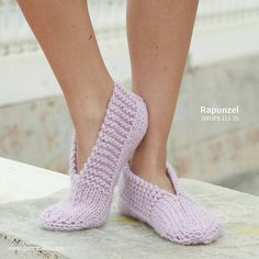 Everyone loves a warm pair of slippers ❤️ #Knit these beauties in #DROPSEskimo for yourself or someone you love - the pattern is free and you will find it by clicking the link in our profile, or by searching for Rapunzel on our website garnstudio.com #dropsdesign #dropsyarn #dropsgarn #handmade #craft #diy #giftideas #giftidea #freepatterns #freepattern #knitting #knittingpattern #strikk #sticka #strik #stricken #tricot #strikkedilla #iloveknitting #knittingwithlove #knitlove #knitwear… Drops Design, Crochet, Knitwear, Free Pattern, Knitting Patterns, Slippers, Pairs, Rapunzel, Searching