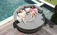 Lounge furniture for garden and terrace with fashionable round shapes Outdoor Lounge Furniture, Garden Furniture, Outdoor Sofa, Outdoor Spaces, Outdoor Decor, Furniture Ideas, Pergola, Patio Table, Table And Chairs