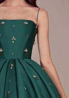 Vestidos lindos Vestidos lindos Un abito (noto an. Elegant Dresses, Pretty Dresses, Beautiful Dresses, Formal Dresses For Girls, Elegant Homecoming Dresses, Winter Formal Dresses, Formal Outfits, Gorgeous Dress, Summer Outfits
