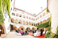 Hochzeit von Sonja und Frank im Schloss Ernegg Mansions, House Styles, Pictures, Getting Married, Manor Houses, Villas, Mansion, Palaces, Mansion Houses
