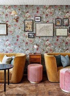 Inspiring interiors by the Soho House design team at The Hoxton Paris Soho House, Living Room Bedroom, Living Room Interior, Granny Chic Decor, Victorian Style Furniture, Victorian Bedroom, Victorian Interiors, Pouf Rose, Snuggles