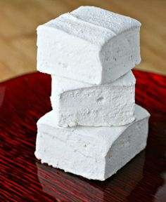 Make your own Lavender-Vanilla Bean Marshmallows to put in your hot chocolate or in your s'mores this summer!