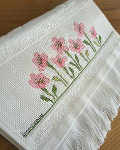çiçekler Kanaviçe havlu / etamin /  crossstitch towels / punto de cruz toalla   Sipariş için; instagram/ kanavicepano adresinden ulaşabilirsiniz.