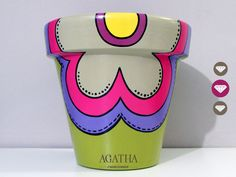 macetas pintadas a mano Flower Pot Art, Flower Pot Design, Flower Pot Crafts, Clay Pot Crafts, Painted Clay Pots, Painted Flower Pots, Ceramic Pots, Terracotta Pots, Pottery Painting