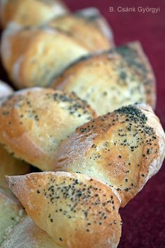 Nem csak a franciák kedvence: ropogós kalászkenyér Bagel, Bread, Food, Brot, Essen, Baking, Meals, Breads, Buns