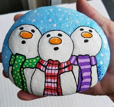Painted Garden Rocks, Painted Rocks Craft, Hand Painted Rocks, Stone Crafts, Rock Crafts, Cute Crafts, Christmas Crafts, Rock Painting Patterns, Rock Painting Ideas Easy